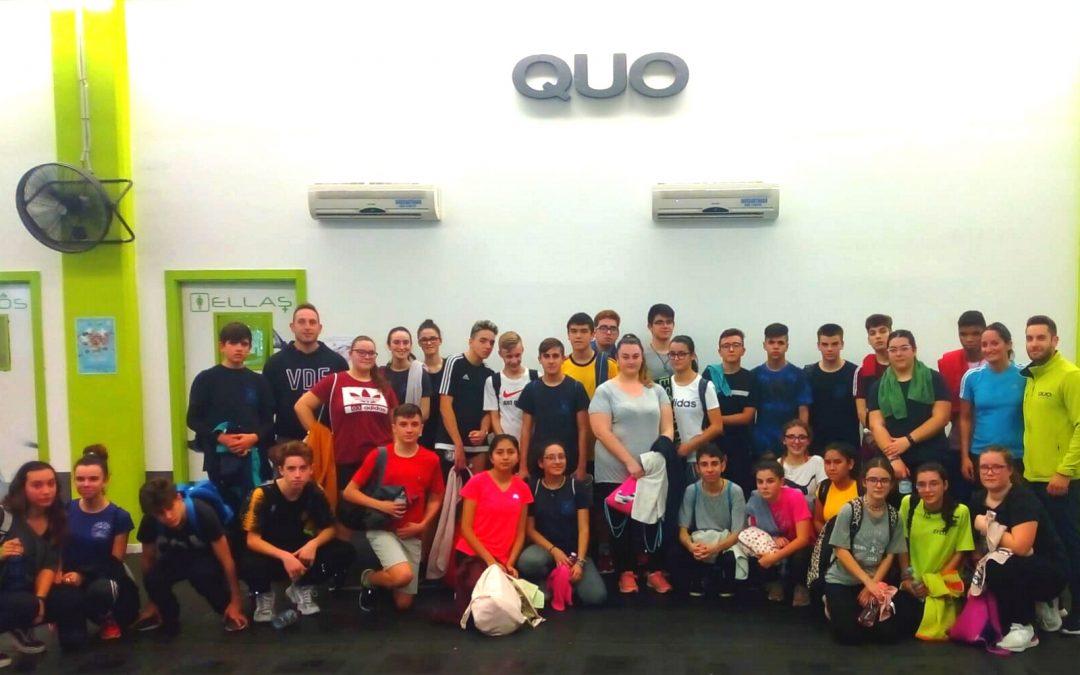 Clase de spinning con los alumnos de 3º y 4º de la ESO en el centro de fitness QUO.